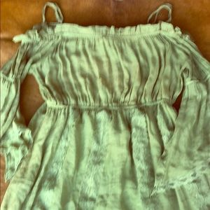 Cute off the shoulder dress 👗